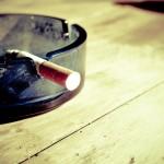 Przypalanie szlugów jest jednym z bardziej okropnych nałogów